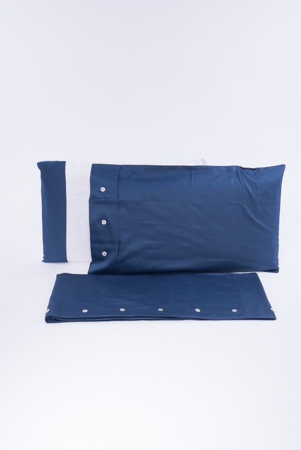 Completo letto matrimoniale blu con bottoni bianchi in rasatello di cotone con martindale 19000 giri con 4 federe