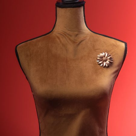 Spilla fiore in metallo dorato Sara Cov