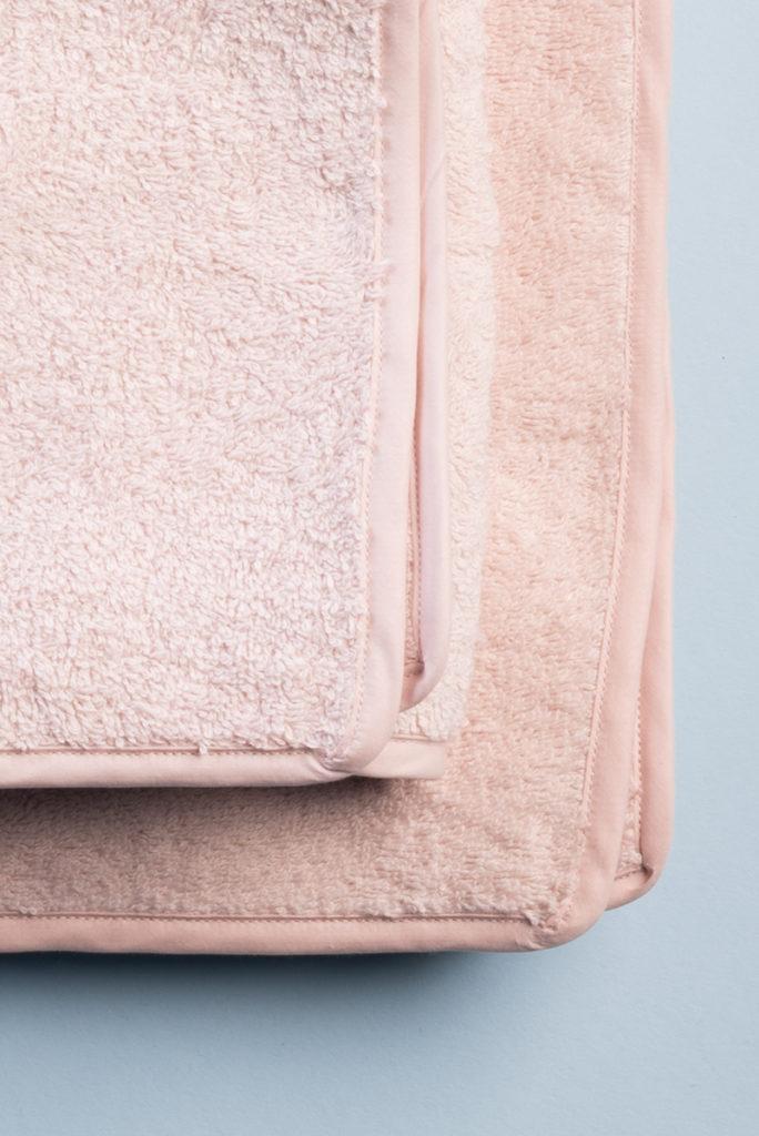 Coppia asciugamani in spugna rosa peonia 100% cotone con profilo ton sur ton