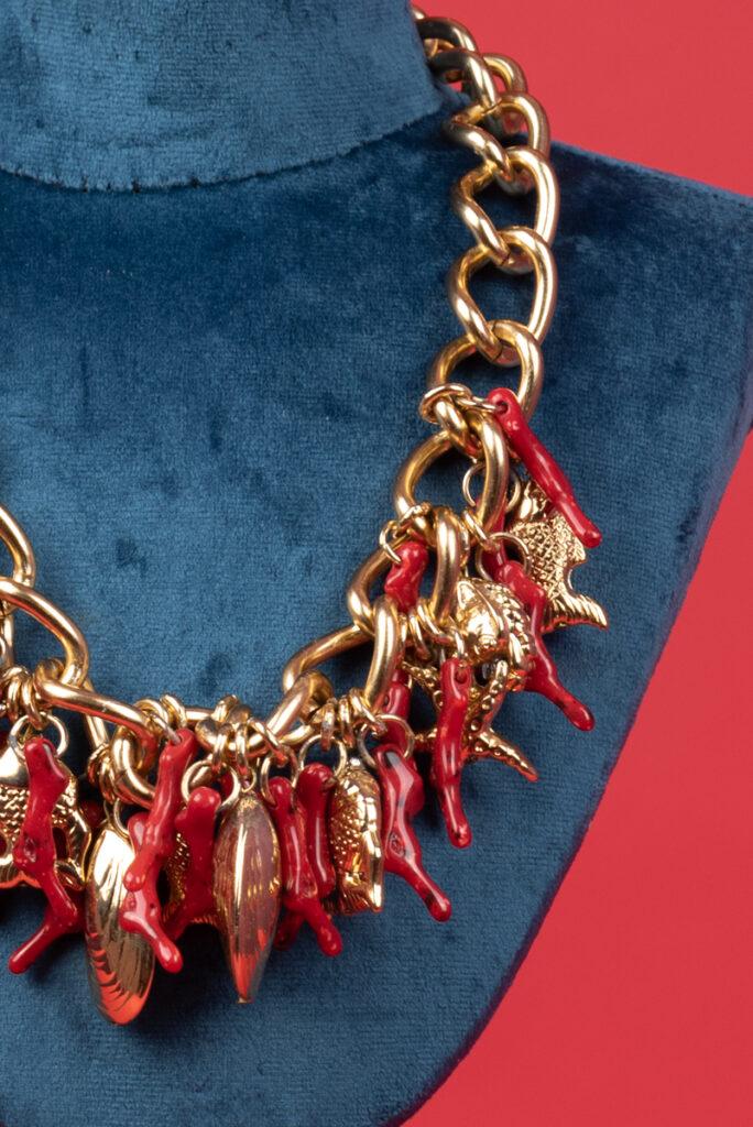Collana catena dorata vintage con coralli pesci e conchiglie PIERRE CARDIN