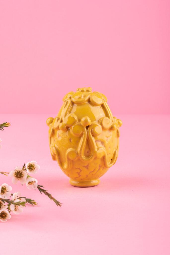 Dovi | uovo in ceramica gialla di Grottaglie