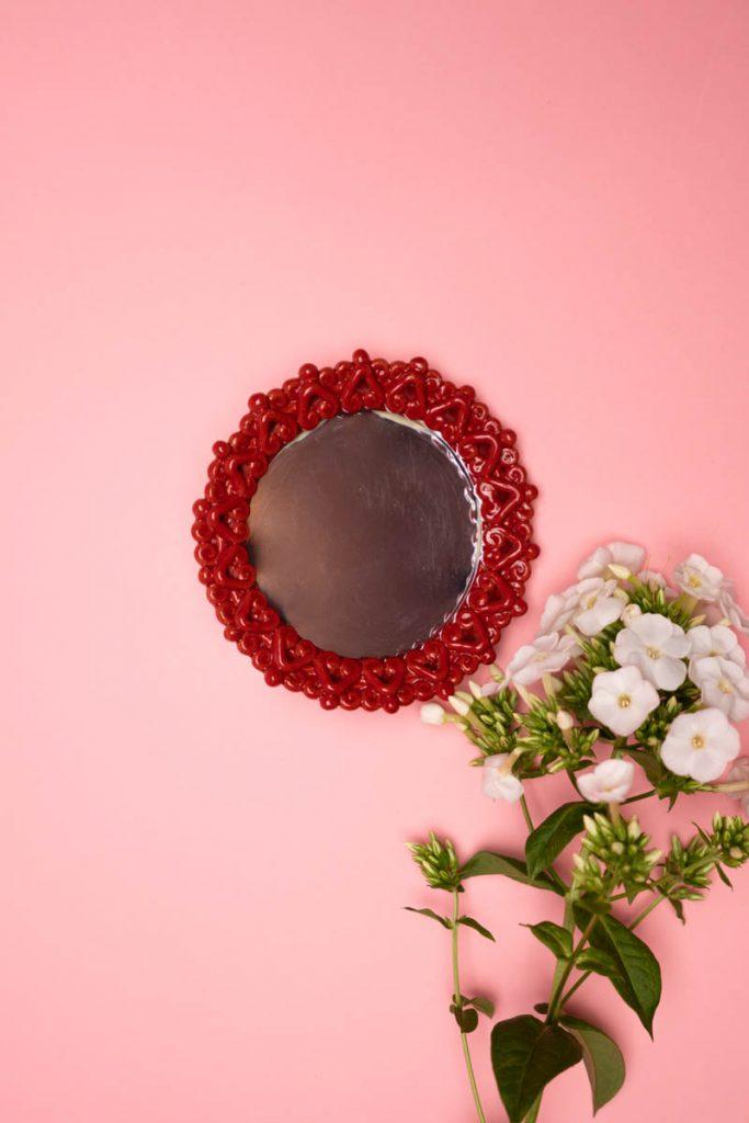 Dovi ! specchieeto rosso con cornice in ceramica