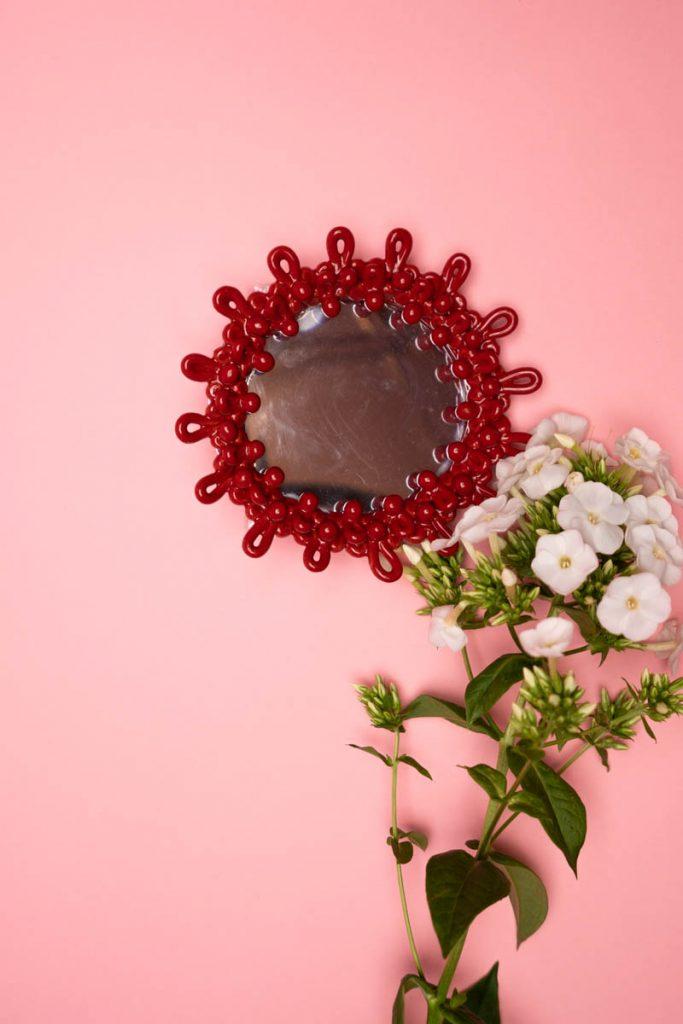 Dovi | specchio tondo in ceramica rossa